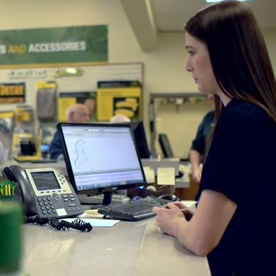 Hiring a Customer Service Rep? Here's a ...business.linkedin.com